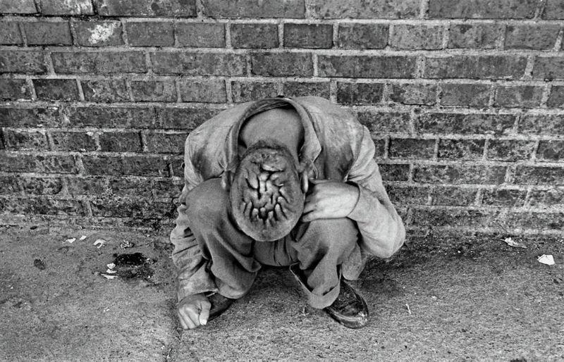 【悲惨】とある写真家が撮影したセルビア人難民収容施設、これが2000年代ってマジかコレ・・・・・(画像)・16枚目