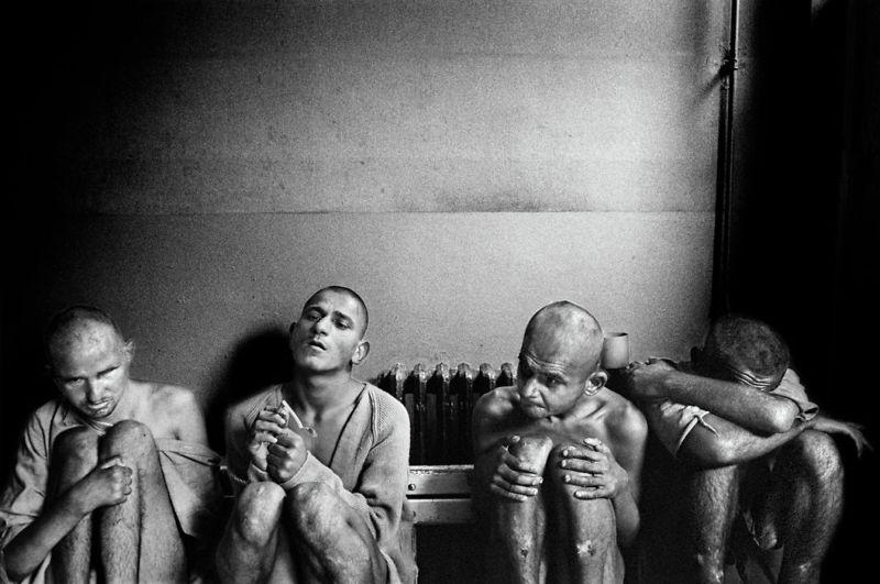 【悲惨】とある写真家が撮影したセルビア人難民収容施設、これが2000年代ってマジかコレ・・・・・(画像)・19枚目
