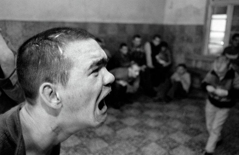 【悲惨】とある写真家が撮影したセルビア人難民収容施設、これが2000年代ってマジかコレ・・・・・(画像)・20枚目