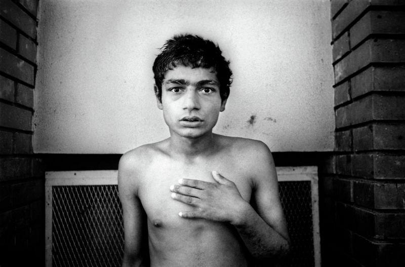 【悲惨】とある写真家が撮影したセルビア人難民収容施設、これが2000年代ってマジかコレ・・・・・(画像)・22枚目