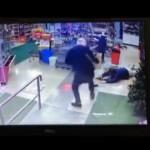 【店主無双】南米コスタリカでコンビニ強盗、店主の反撃がヤバい・・・・・(動画)