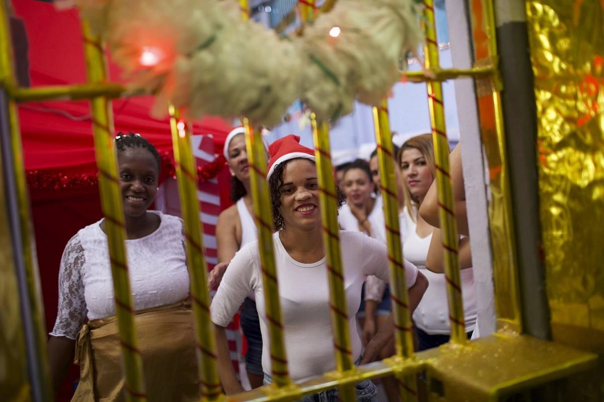 【女囚パーティー】ブラジル女子刑務所の年越しパーティーの様子、結構楽しそう!!(画像)・1枚目