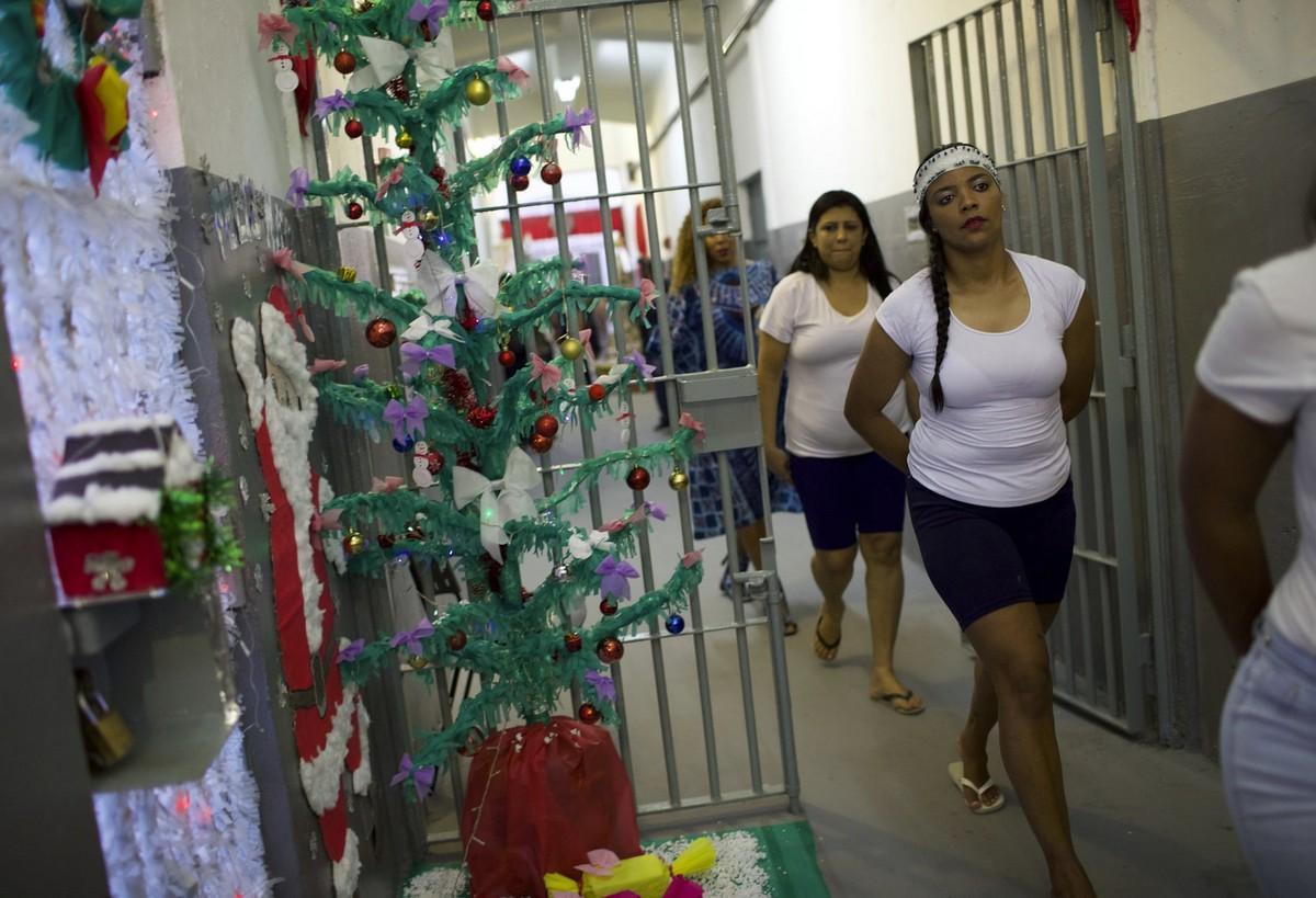 【女囚パーティー】ブラジル女子刑務所の年越しパーティーの様子、結構楽しそう!!(画像)・4枚目