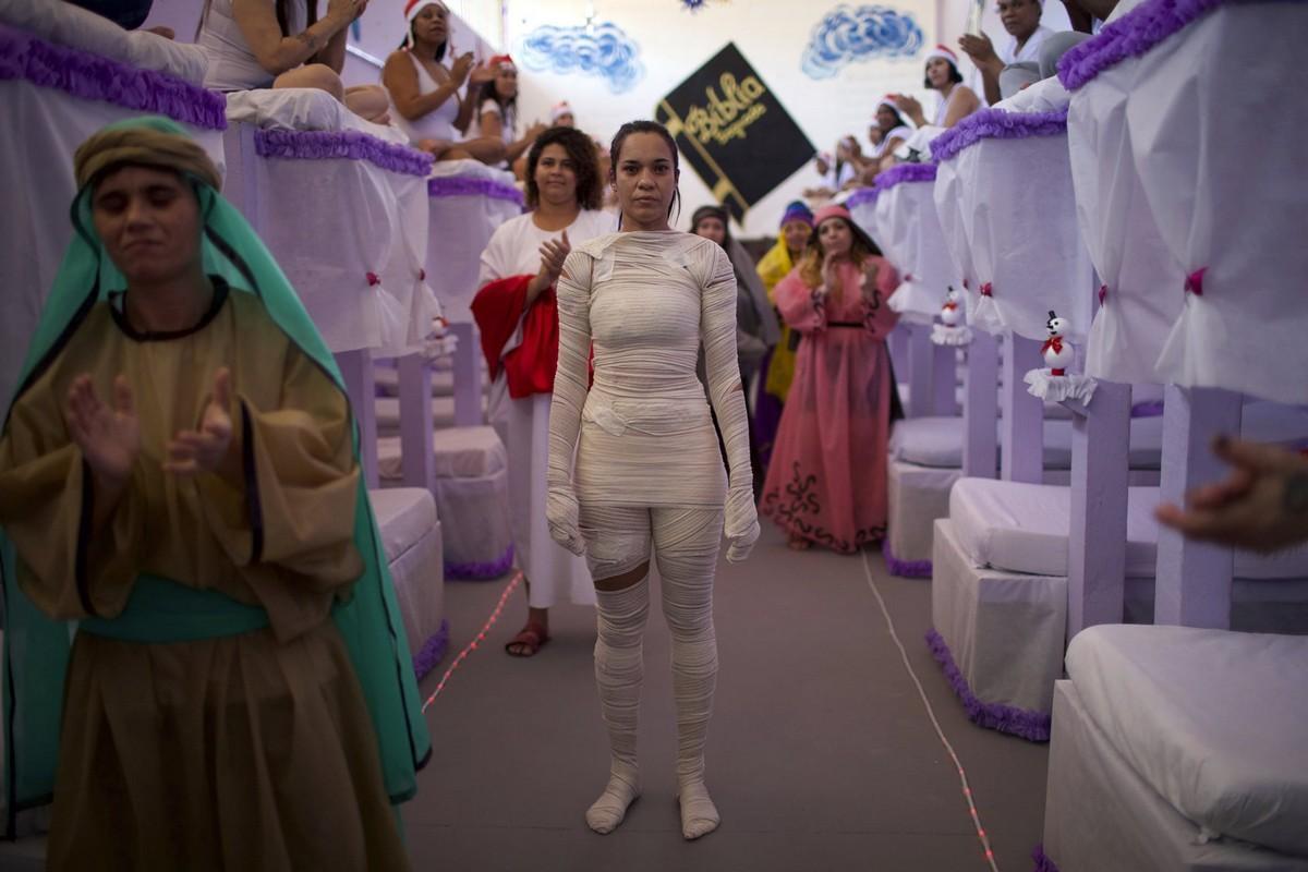 【女囚パーティー】ブラジル女子刑務所の年越しパーティーの様子、結構楽しそう!!(画像)・10枚目