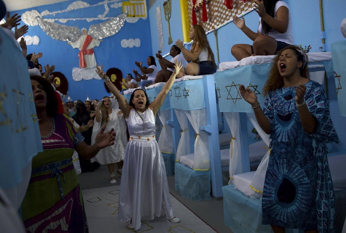 【女囚パーティー】ブラジル女子刑務所の年越しパーティーの様子、結構楽しそう!!(画像)・11枚目