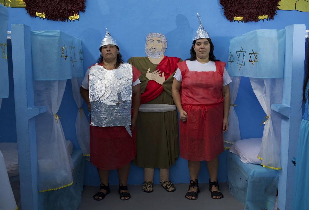 【女囚パーティー】ブラジル女子刑務所の年越しパーティーの様子、結構楽しそう!!(画像)・13枚目
