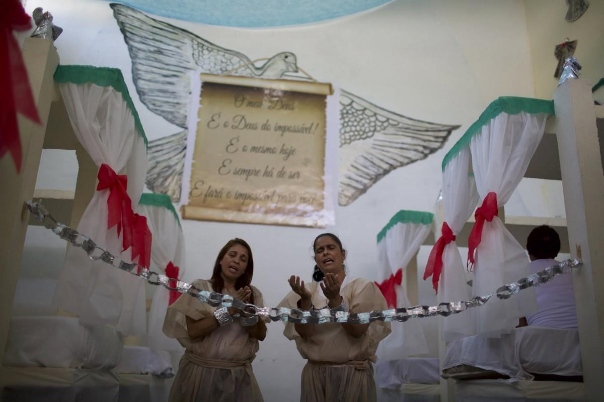【女囚パーティー】ブラジル女子刑務所の年越しパーティーの様子、結構楽しそう!!(画像)・14枚目