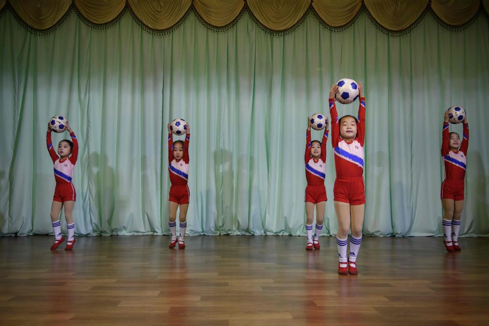 【画像あり】北朝鮮の一般的な上級国民の生活の様子、案外まともそう・・・・・(画像多数)・5枚目