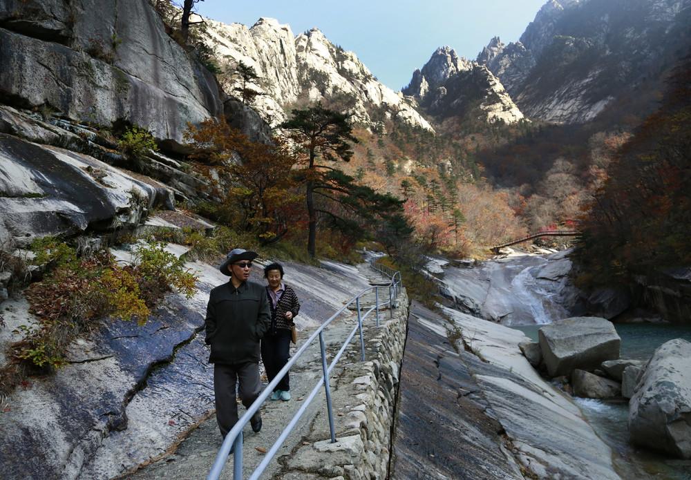 【画像あり】北朝鮮の一般的な上級国民の生活の様子、案外まともそう・・・・・(画像多数)・28枚目