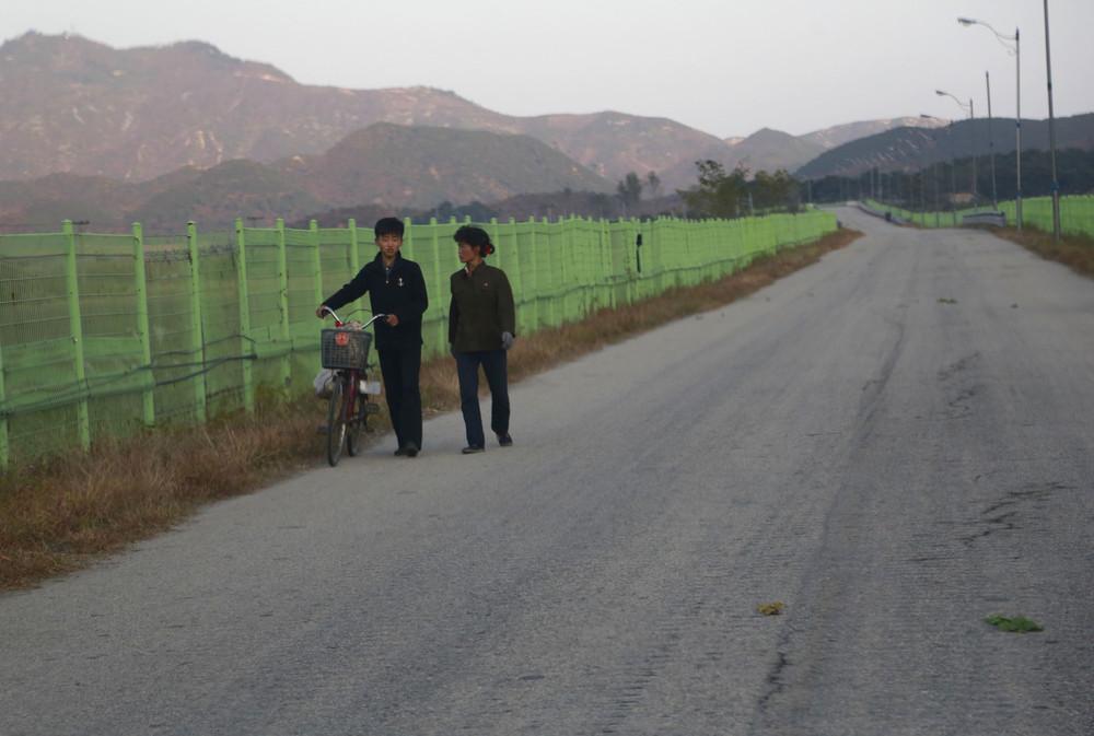 【画像あり】北朝鮮の一般的な上級国民の生活の様子、案外まともそう・・・・・(画像多数)・33枚目