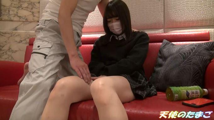 【画像】巨乳制服娘のハメ撮りが無料でバラ撒かれネット民が愕然したブツ。・13枚目