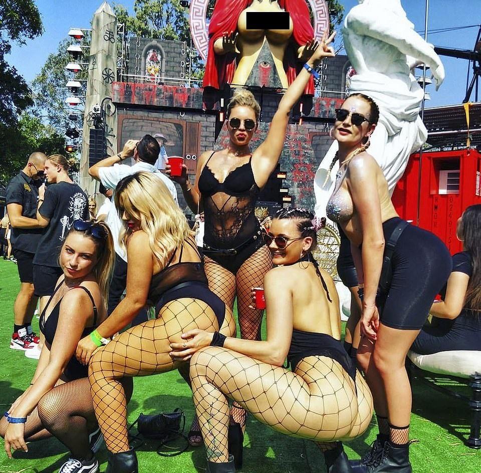 【馬鹿セレブ】オーストラリアの大富豪ニキ、自宅庭に半裸のマリア像を建てて大顰蹙・・・・・(画像)・2枚目