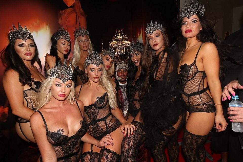 【馬鹿セレブ】オーストラリアの大富豪ニキ、自宅庭に半裸のマリア像を建てて大顰蹙・・・・・(画像)・21枚目