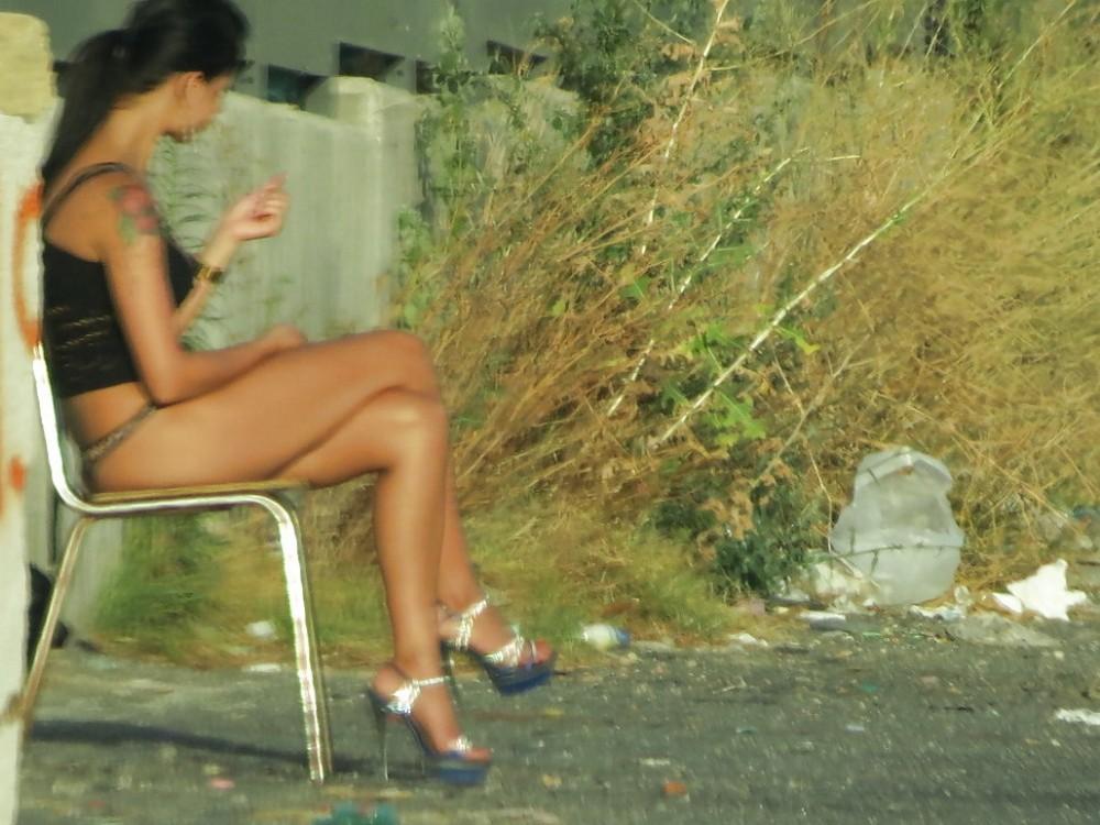【売春婦】ストリートで稼ぐ海外の路上売春婦、ヤリたいけどリスク高過ぎだろ・・・・・(画像)・1枚目
