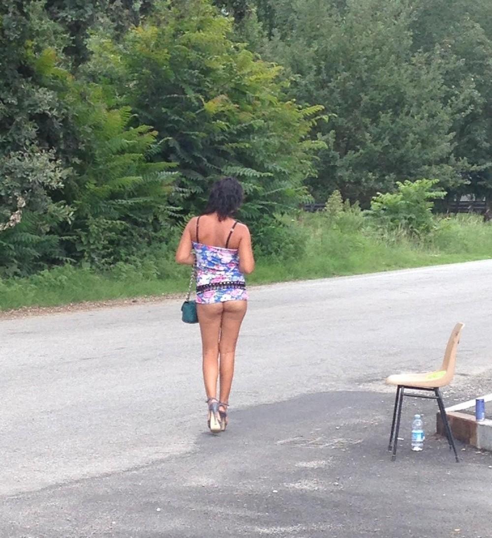 【売春婦】ストリートで稼ぐ海外の路上売春婦、ヤリたいけどリスク高過ぎだろ・・・・・(画像)・3枚目