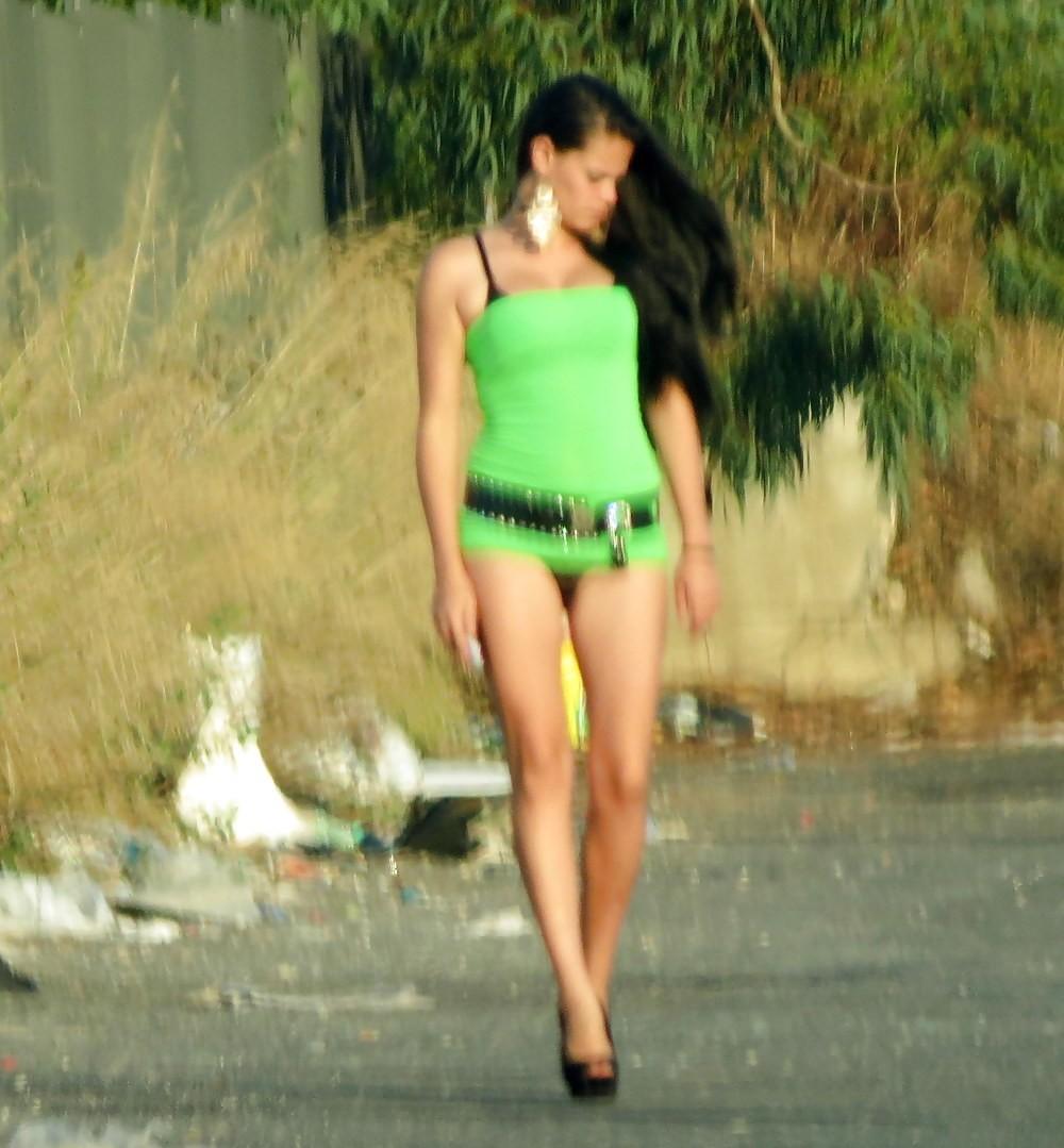 【売春婦】ストリートで稼ぐ海外の路上売春婦、ヤリたいけどリスク高過ぎだろ・・・・・(画像)・5枚目