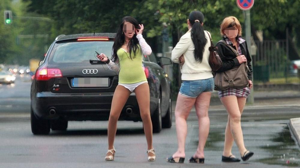 【売春婦】ストリートで稼ぐ海外の路上売春婦、ヤリたいけどリスク高過ぎだろ・・・・・(画像)・13枚目