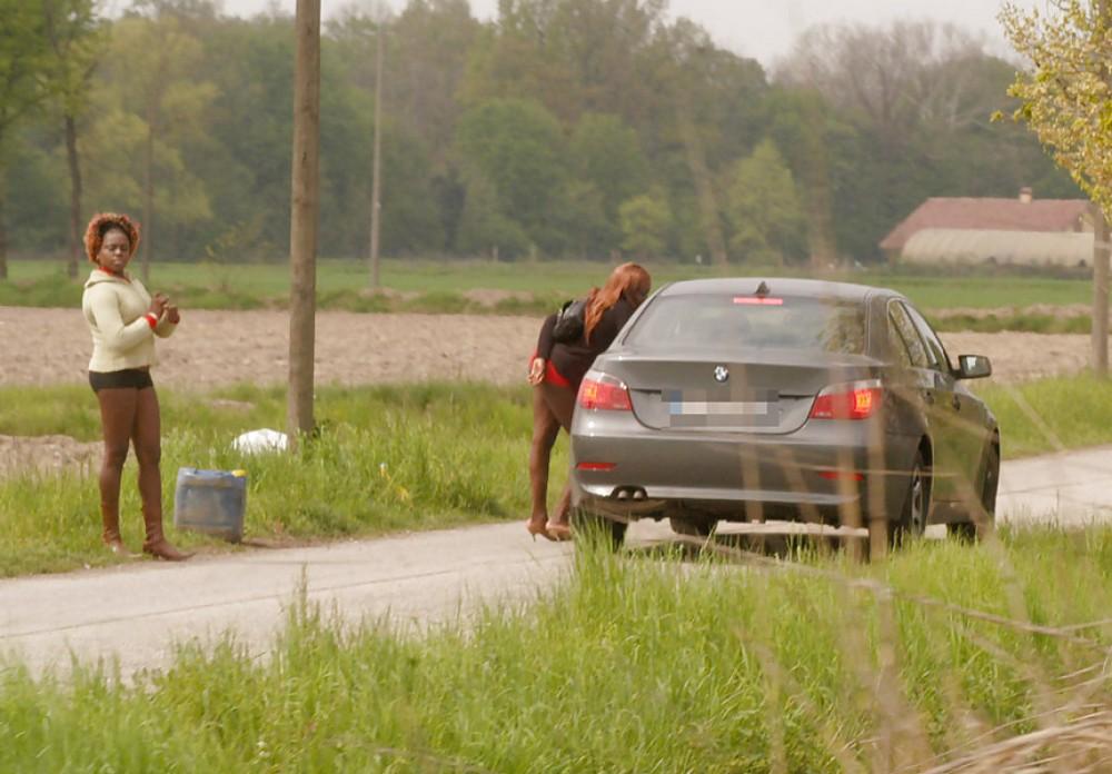 【売春婦】ストリートで稼ぐ海外の路上売春婦、ヤリたいけどリスク高過ぎだろ・・・・・(画像)・17枚目