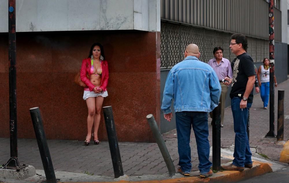 【売春婦】ストリートで稼ぐ海外の路上売春婦、ヤリたいけどリスク高過ぎだろ・・・・・(画像)・21枚目