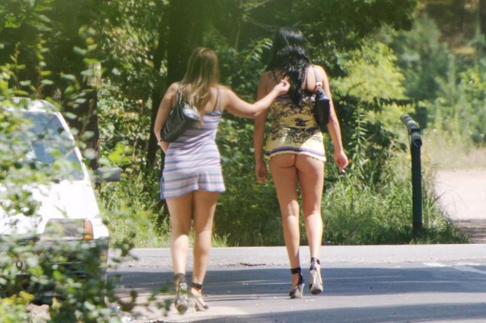 【売春婦】ストリートで稼ぐ海外の路上売春婦、ヤリたいけどリスク高過ぎだろ・・・・・(画像)・23枚目