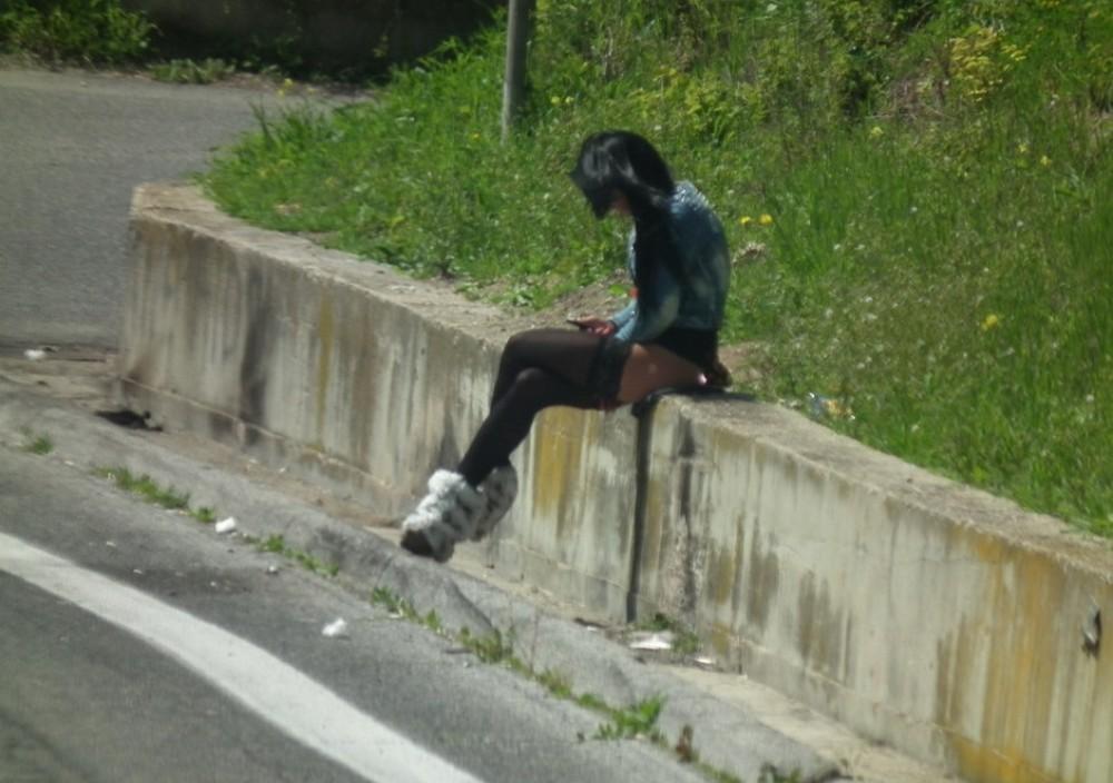 【売春婦】ストリートで稼ぐ海外の路上売春婦、ヤリたいけどリスク高過ぎだろ・・・・・(画像)・25枚目