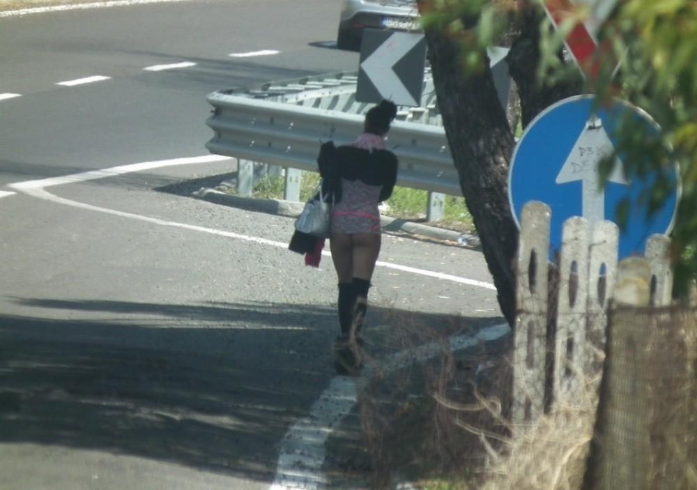 【売春婦】ストリートで稼ぐ海外の路上売春婦、ヤリたいけどリスク高過ぎだろ・・・・・(画像)・30枚目