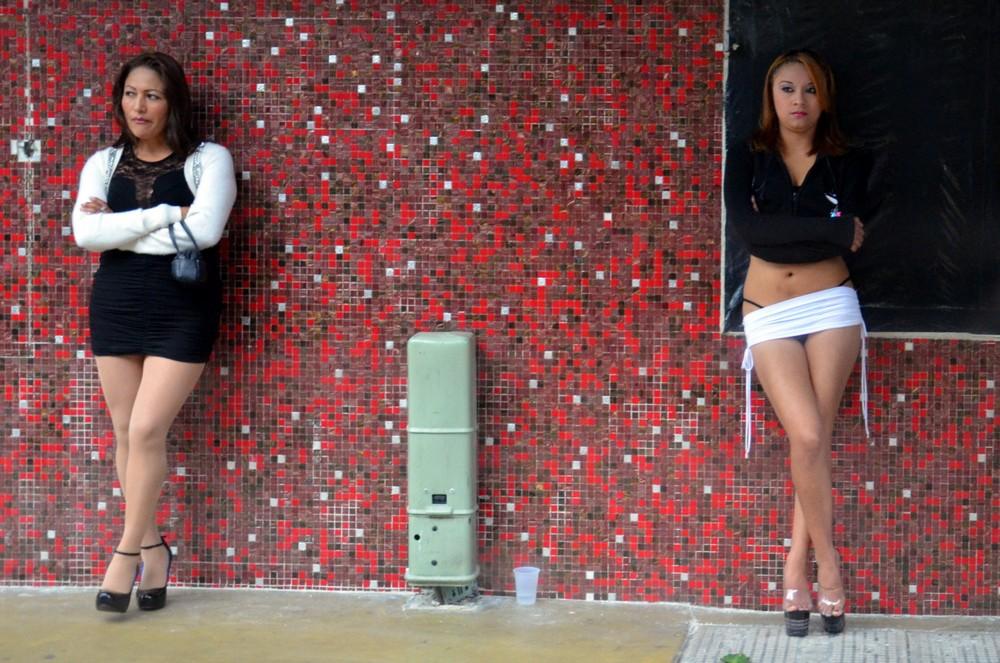 【売春婦】ストリートで稼ぐ海外の路上売春婦、ヤリたいけどリスク高過ぎだろ・・・・・(画像)・40枚目