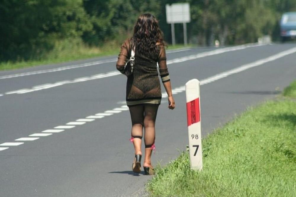 【売春婦】ストリートで稼ぐ海外の路上売春婦、ヤリたいけどリスク高過ぎだろ・・・・・(画像)・43枚目