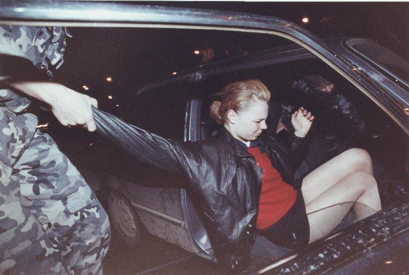 【ロシア美女】1990年代ソ連崩壊後のロシアの様子がコチラ、一気に退廃的になってるな・・・・・(動画)・4枚目