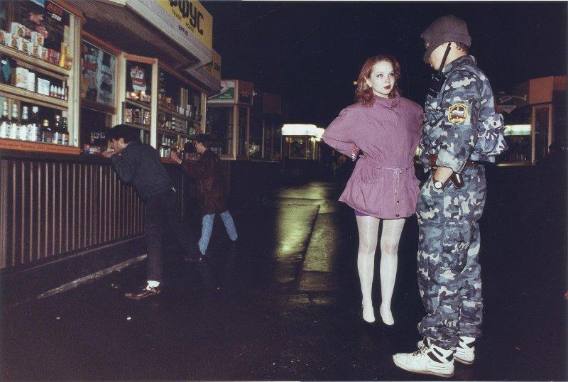 【ロシア美女】1990年代ソ連崩壊後のロシアの様子がコチラ、一気に退廃的になってるな・・・・・(動画)・6枚目