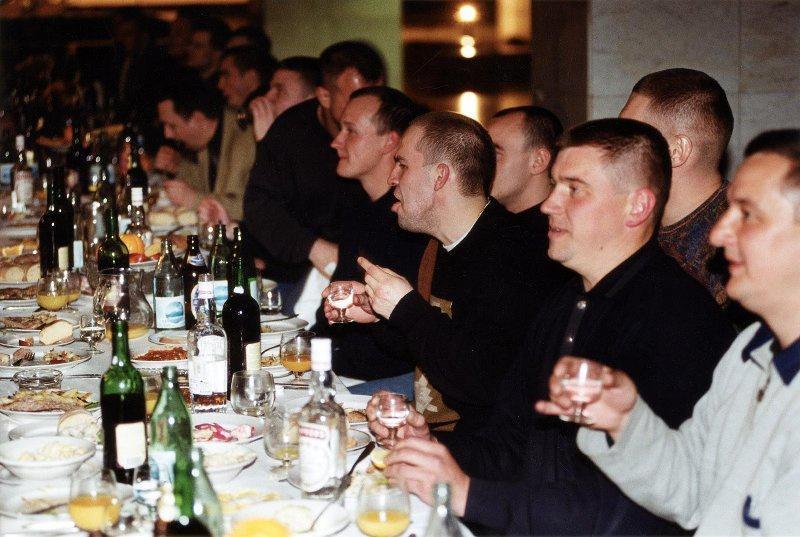 【ロシア美女】1990年代ソ連崩壊後のロシアの様子がコチラ、一気に退廃的になってるな・・・・・(動画)・8枚目