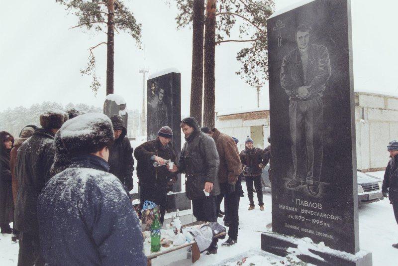 【ロシア美女】1990年代ソ連崩壊後のロシアの様子がコチラ、一気に退廃的になってるな・・・・・(動画)・14枚目