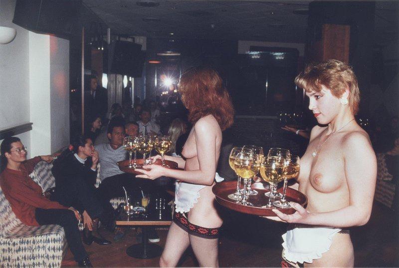 【ロシア美女】1990年代ソ連崩壊後のロシアの様子がコチラ、一気に退廃的になってるな・・・・・(動画)・23枚目