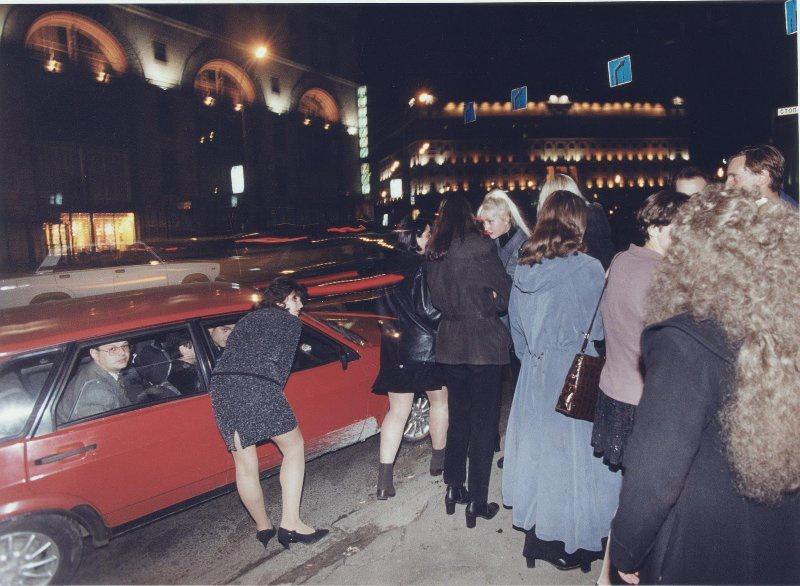 【ロシア美女】1990年代ソ連崩壊後のロシアの様子がコチラ、一気に退廃的になってるな・・・・・(動画)・26枚目