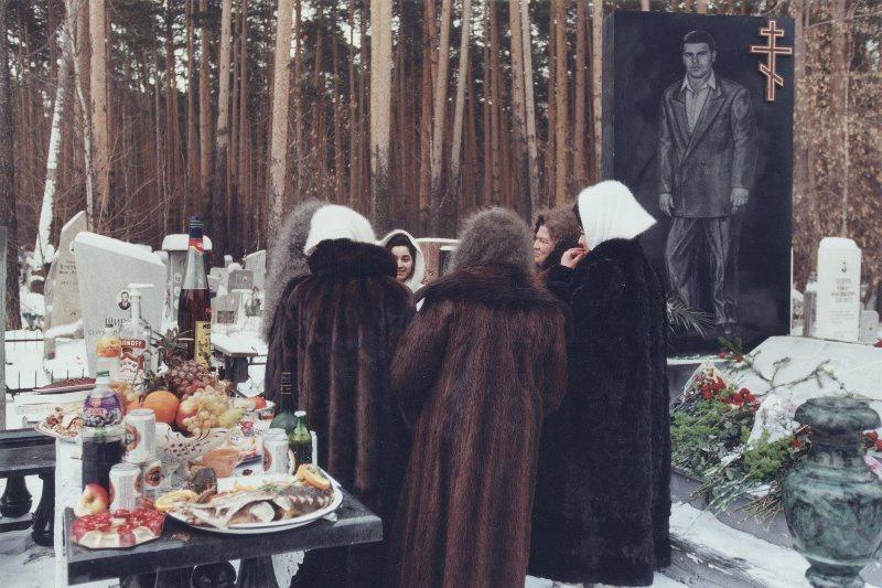 【ロシア美女】1990年代ソ連崩壊後のロシアの様子がコチラ、一気に退廃的になってるな・・・・・(動画)・29枚目