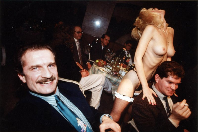 【ロシア美女】1990年代ソ連崩壊後のロシアの様子がコチラ、一気に退廃的になってるな・・・・・(動画)・32枚目