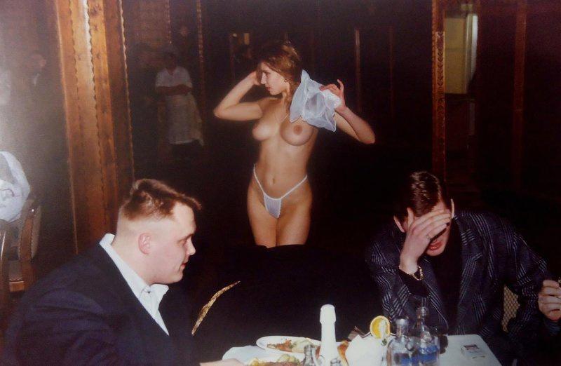 【ロシア美女】1990年代ソ連崩壊後のロシアの様子がコチラ、一気に退廃的になってるな・・・・・(動画)・34枚目