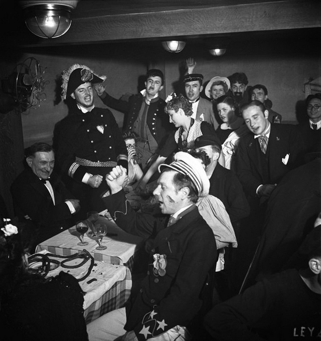 【画像多数】第二次大戦下パリで撮られた日常風景、そりゃ枢軸国負けるよ・・・・・・6枚目