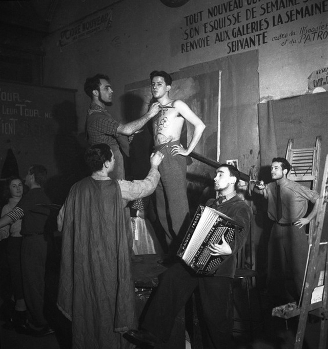 【画像多数】第二次大戦下パリで撮られた日常風景、そりゃ枢軸国負けるよ・・・・・・7枚目