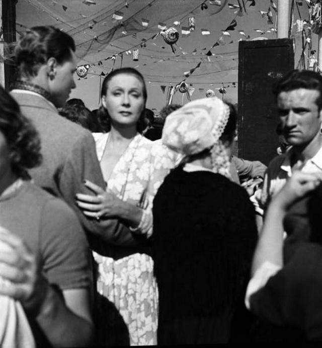 【画像多数】第二次大戦下パリで撮られた日常風景、そりゃ枢軸国負けるよ・・・・・・17枚目