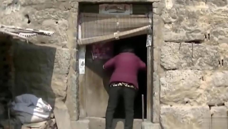 【闇深】中国の聴覚障碍者さん、実の母親から10年以上石倉に鎖で繋がれる・・・・・(画像)・1枚目