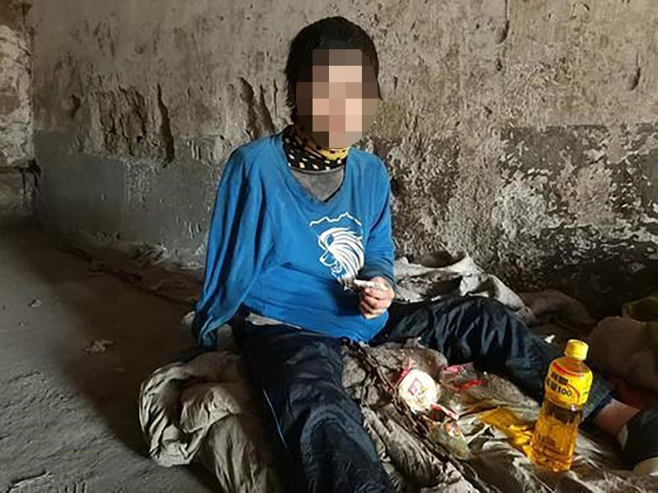【闇深】中国の聴覚障碍者さん、実の母親から10年以上石倉に鎖で繋がれる・・・・・(画像)・2枚目