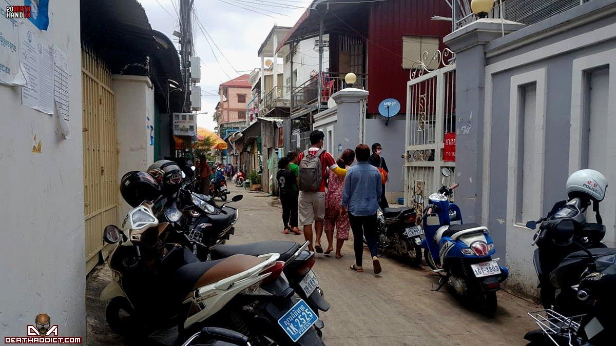 【閲覧注意】カンボジアのアパートで異臭騒ぎ、警察と大家さんで部屋を確認した結果・・・・・(画像)・1枚目