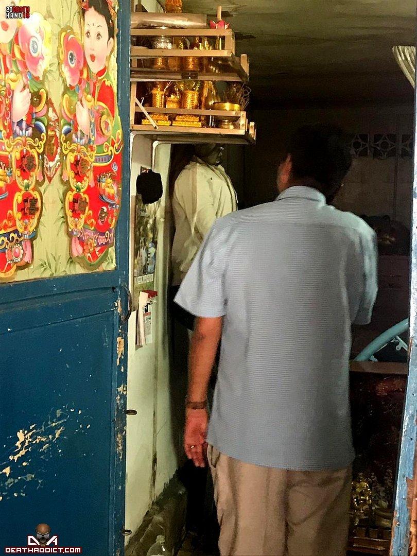 【閲覧注意】カンボジアのアパートで異臭騒ぎ、警察と大家さんで部屋を確認した結果・・・・・(画像)・5枚目