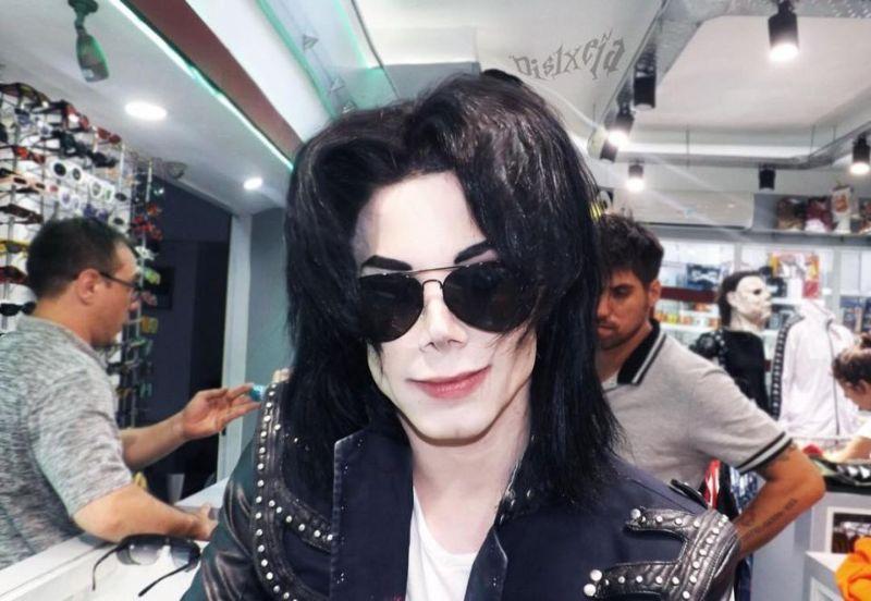 【生き写し!】整形に3万ドル使ってマイケル・ジャクソンになったアルゼンチン人男性、クオリティがヤバい!!(画像)・4枚目