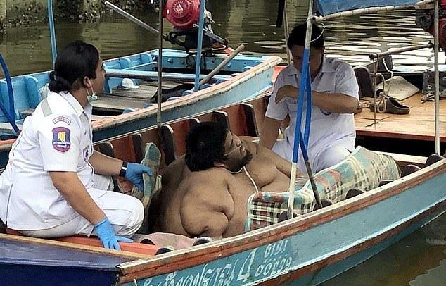 【超デブニキ】船とピックアップトラックの荷台で病院に搬送される317㎏のタイ人男性、ほぼ家畜の扱い・・・・・(動画)・3枚目