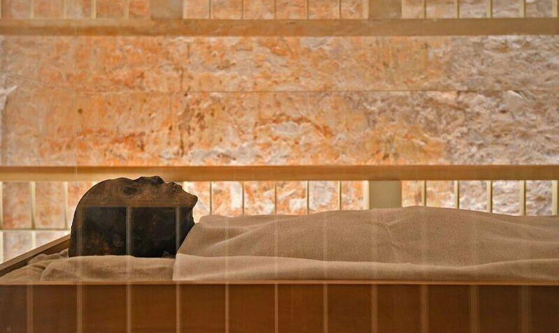 【ミイラ画像】10年の歳月をかけて修復されたツタンカーメンの王墓とミイラ、その画像がコチラ!!(画像)・1枚目