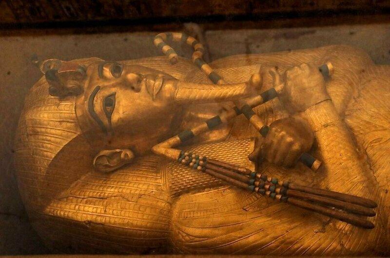 【ミイラ画像】10年の歳月をかけて修復されたツタンカーメンの王墓とミイラ、その画像がコチラ!!(画像)・4枚目