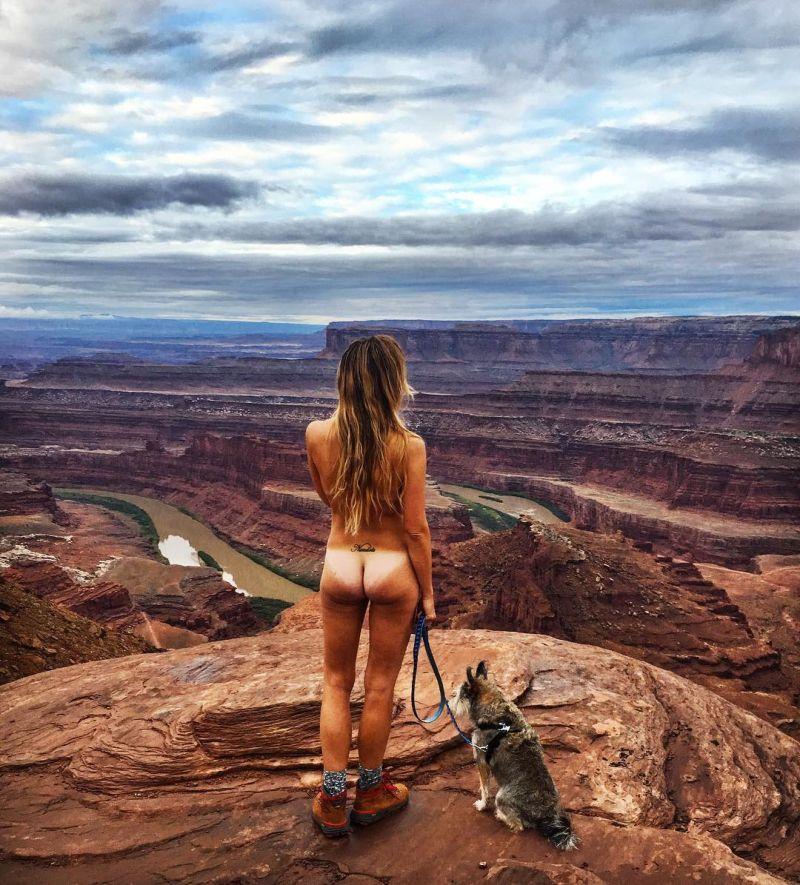 【大自然ヌード】動物を連れてアメリカ中を全裸でハイキングする35歳獣医師、正直エロいwwwwwww(画像)・9枚目
