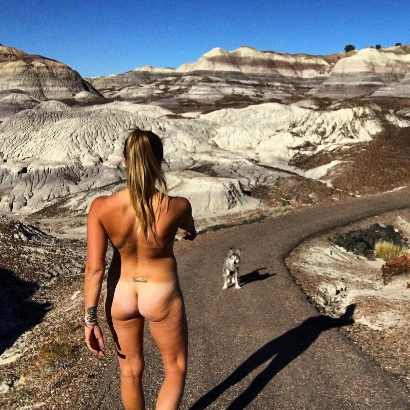 【大自然ヌード】動物を連れてアメリカ中を全裸でハイキングする35歳獣医師、正直エロいwwwwwww(画像)・14枚目